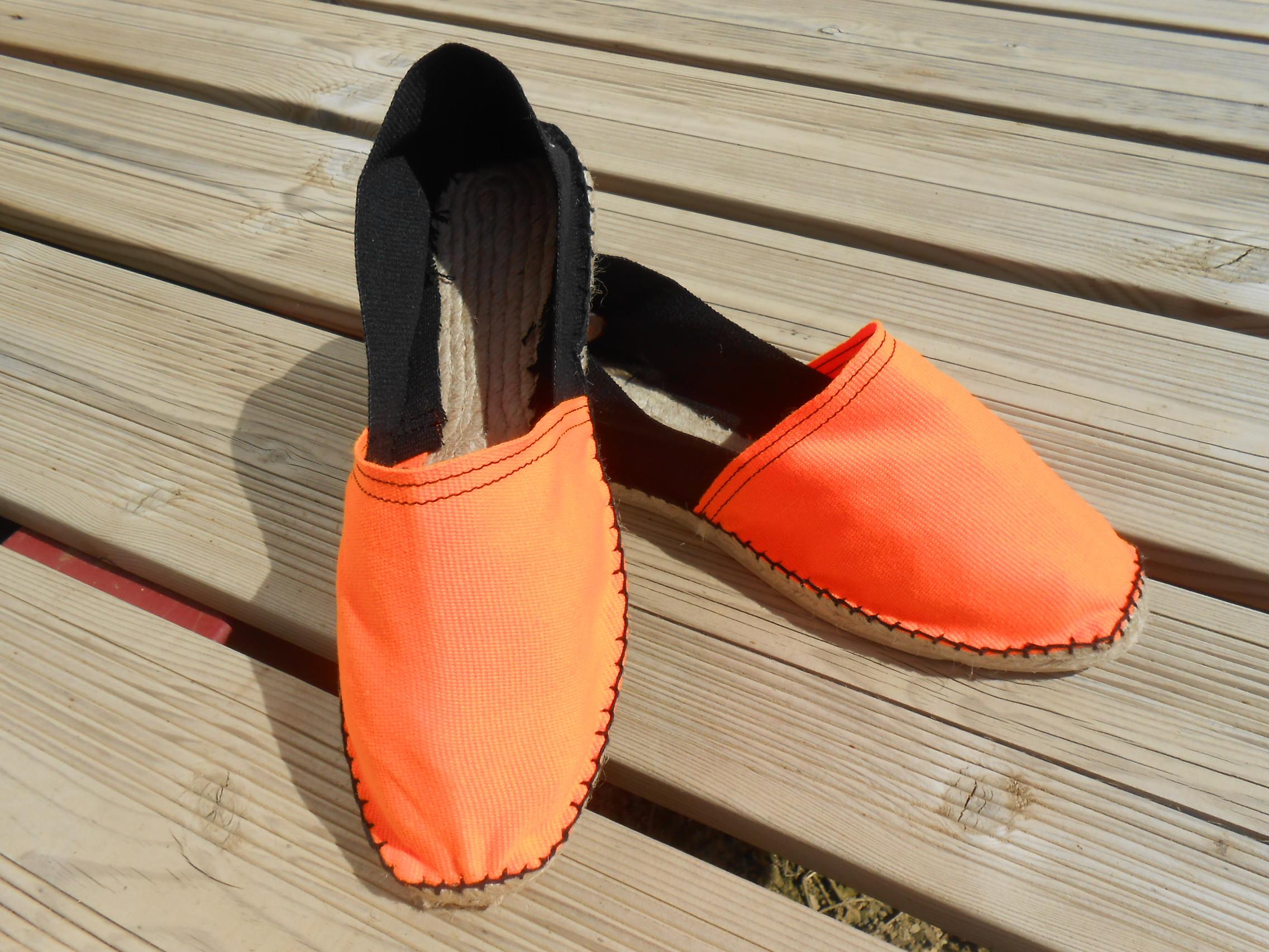 Espadrilles bicolores orange fluo et noir taille 45