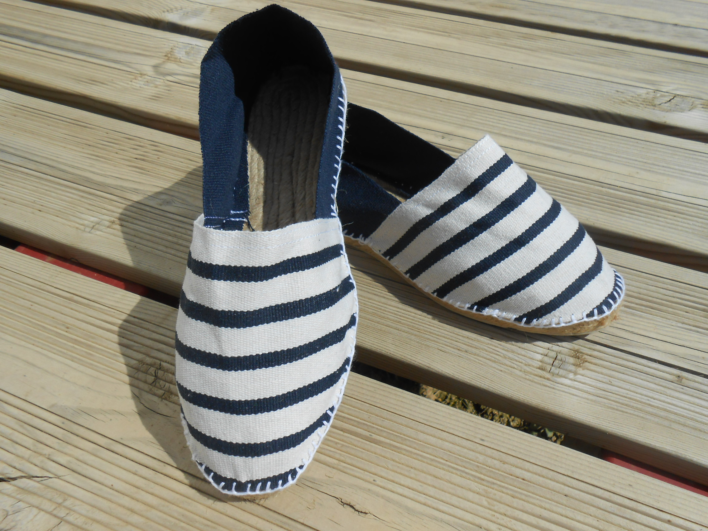 Espadrilles bicolores rayées marines Taille 44