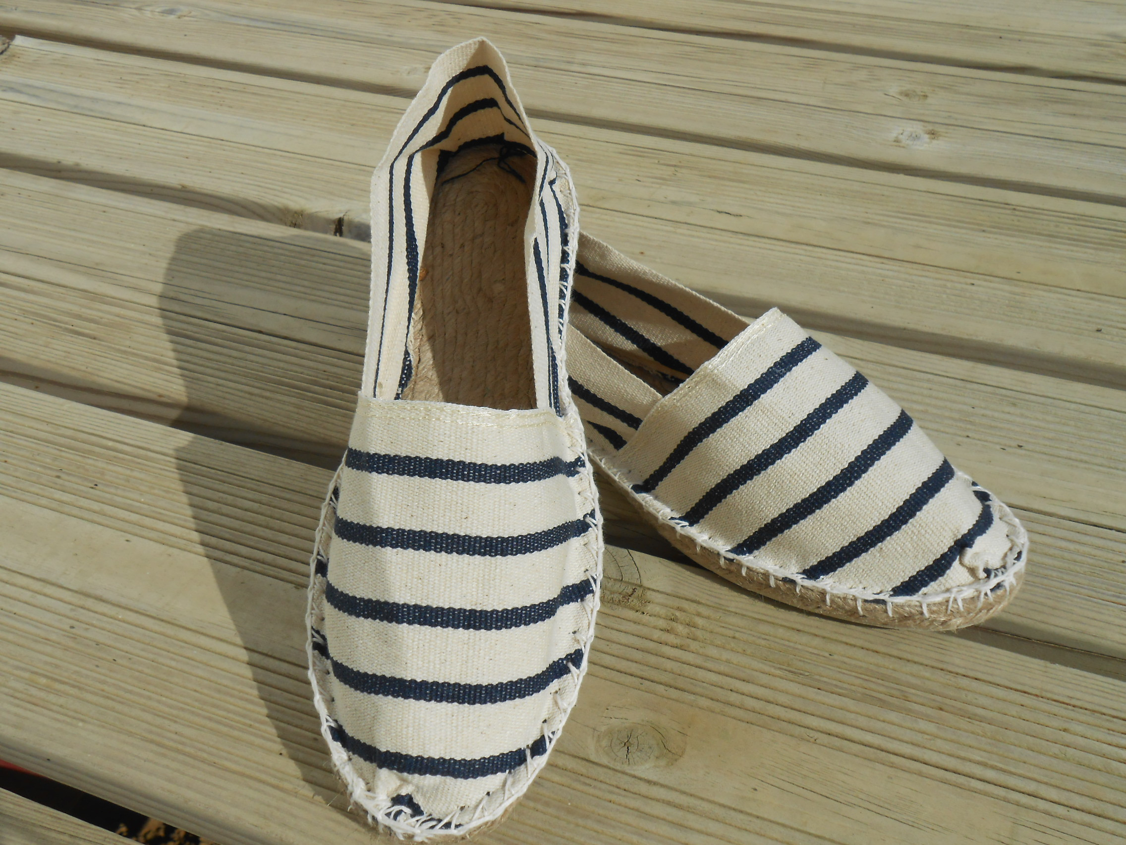 Espadrilles marines et blanches taille 46